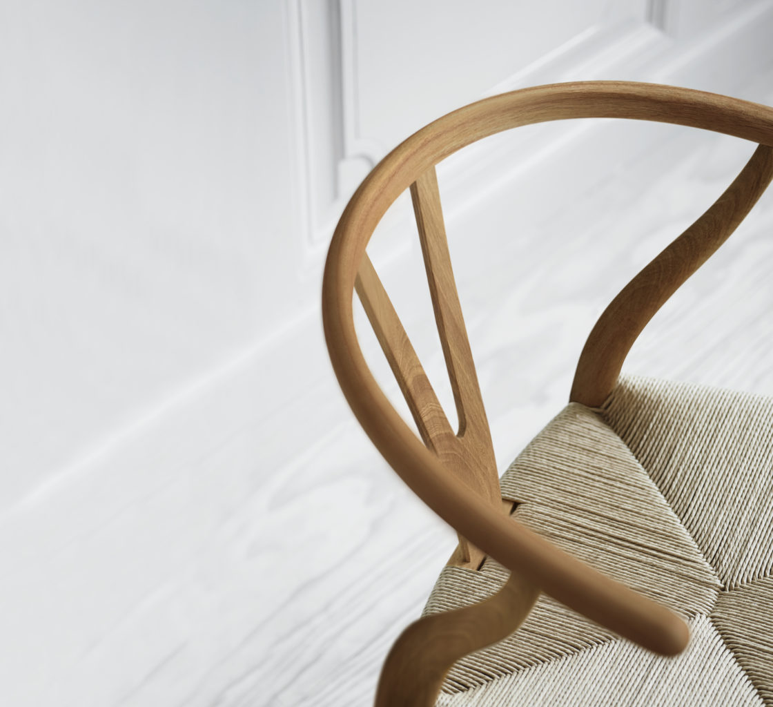 Limited Edition av Carl Hansen & Søn Y-stolen i alm med naturflett.