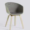 Frontpolstret spisestol fra HAY, About a chair AAC22 i pastell grønn.