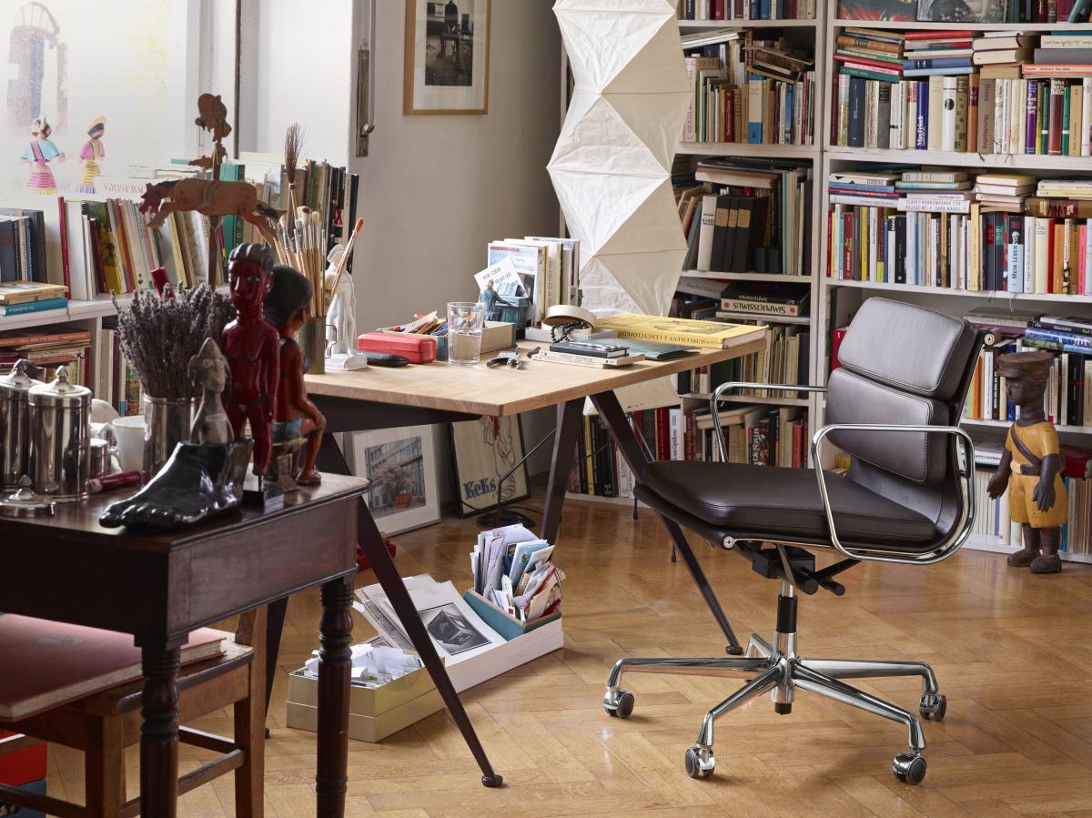 Miljøbilde av Vitra sin kontorstol Soft Pad Chair EA 217