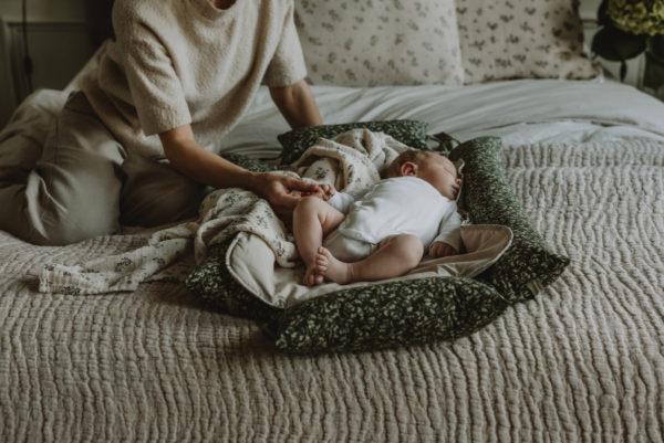 Baby nest mønster Floral Moss fra Garbo&Friends