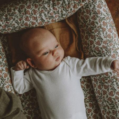 Baby nest mønster Floral Vine fra Garbo&Friends