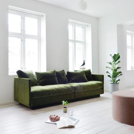 Lun sofa i mørkgrønn fra norske Ygg & LyngLun sofa i mørkgrønn fra norske Ygg & Lyng