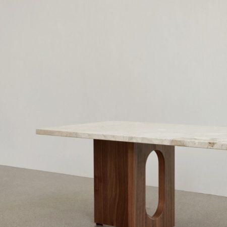 Detaljebilde av Androgyne Lounge Table fra Menu i mørkbeiset eik og Kunis Breccia-stein