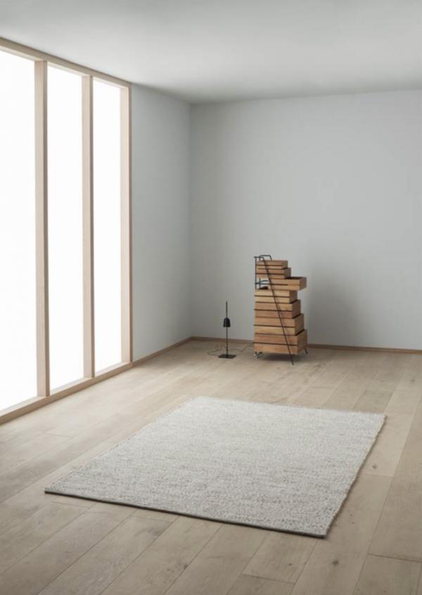 Miljøbilde av Agner gulvteppe fra Linie design i fargen Beige