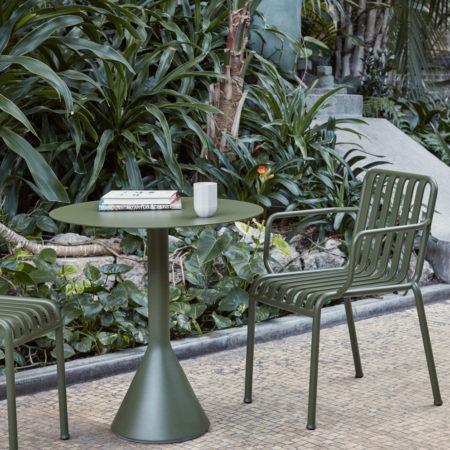 Miljøbilde av Palissade Cone Table rundt diameter 70 cm i Olive fra HAY