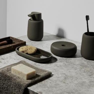 SONO fra Blomus, miljøbilde av fargen oliven baderoms serie