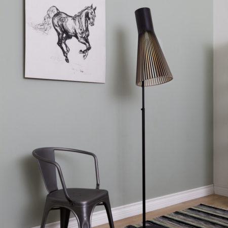Miljøbilde av Secto gulvlampe 4210 i sort fra finske Secto Design