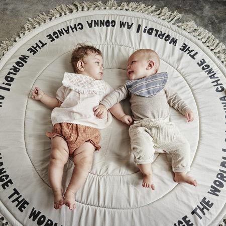 Smekke fra Elodie Details. Miljøbilde med baby.