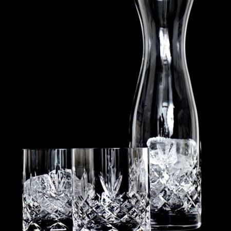 Crispy Waterfall. Karaffel i krystall sammen med to vannglass i krystall fra Frederik Bagger.