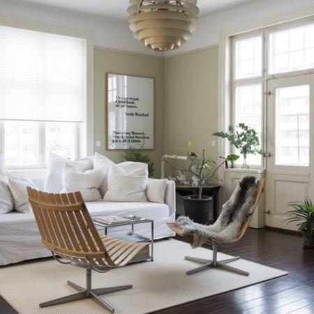 Miljøbilde av fjordfiesta Scandic lounge stol med saukinn